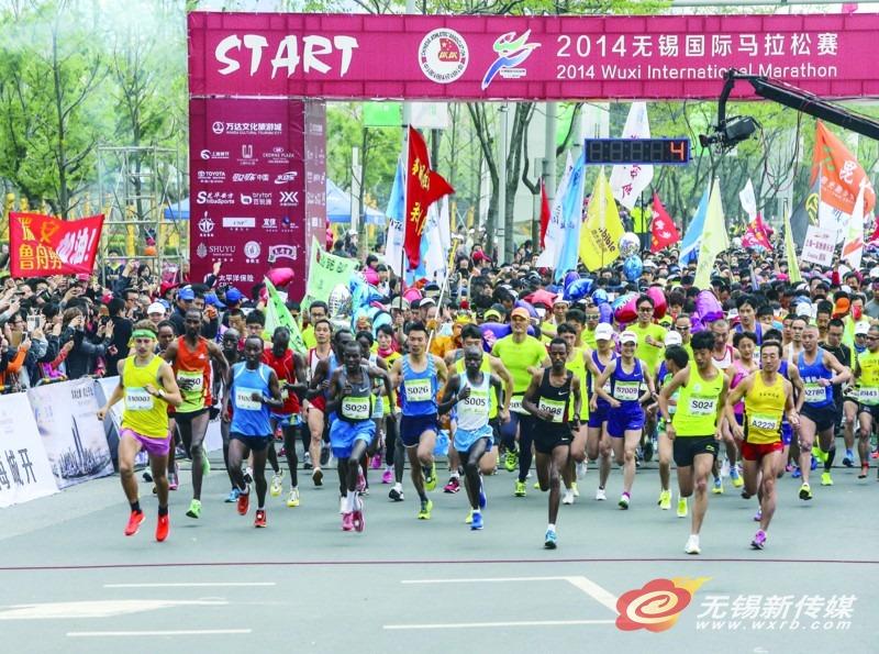 014无锡国际马拉松赛昨天在美丽的太湖之滨举行,15000多名长跑爱