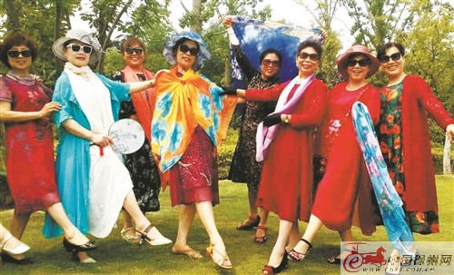 """百合花艺术团的老年模特队 走出最美""""夕阳红"""""""