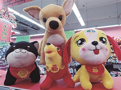 狗年大做文章,以狗为主题的挂饰 造型各异的狗儿毛绒玩具销量最大
