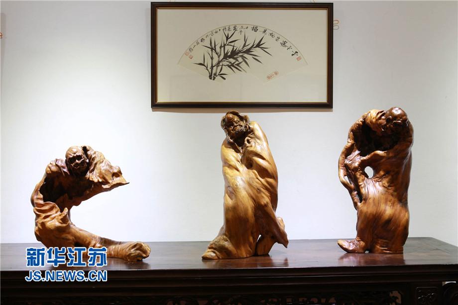 中国著名根雕艺术大师刘小平等根雕
