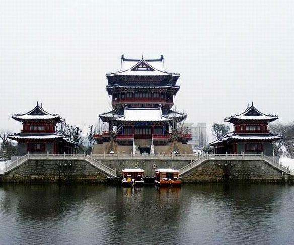 江苏百景 > 正文    位于泰州凤城河风景区(aaaa级)内,初建于南宋绍定